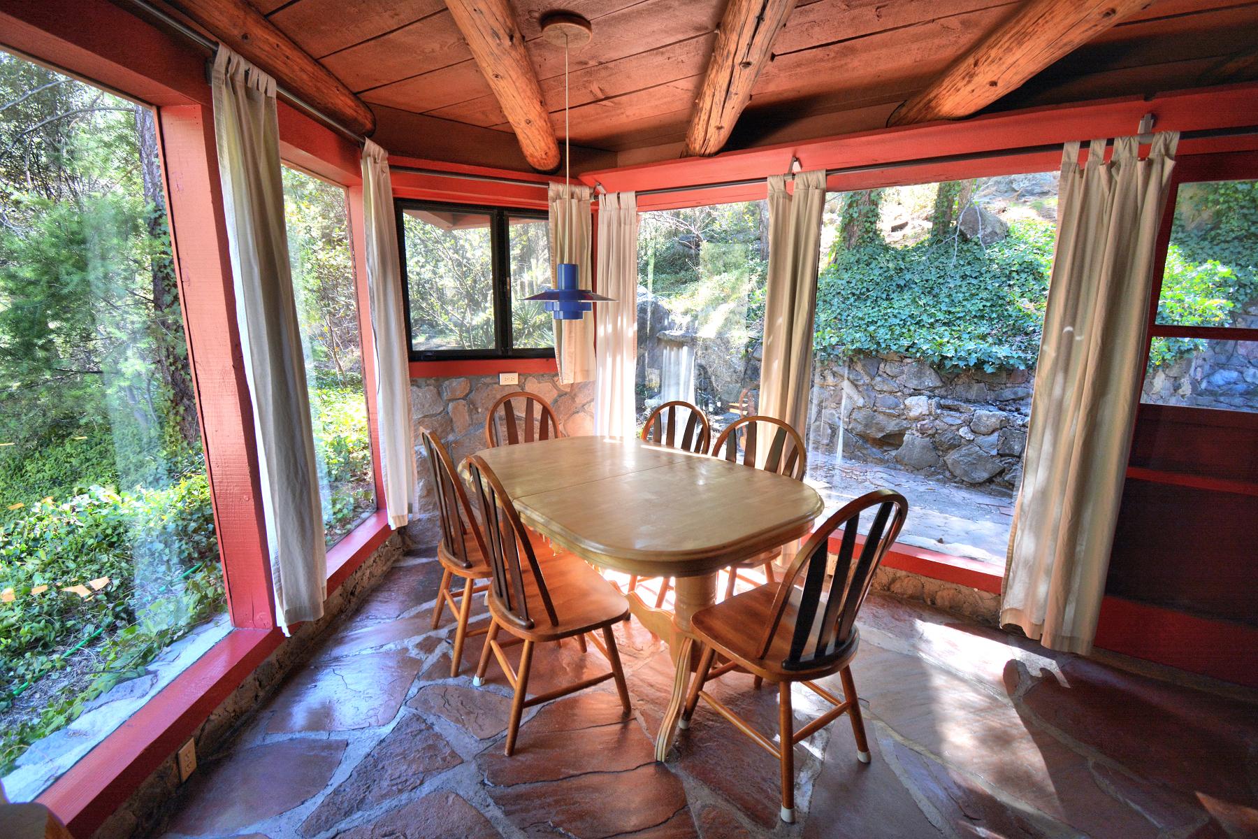 Diamond House in Oak Creek Forest House Resort Sedona Dining
